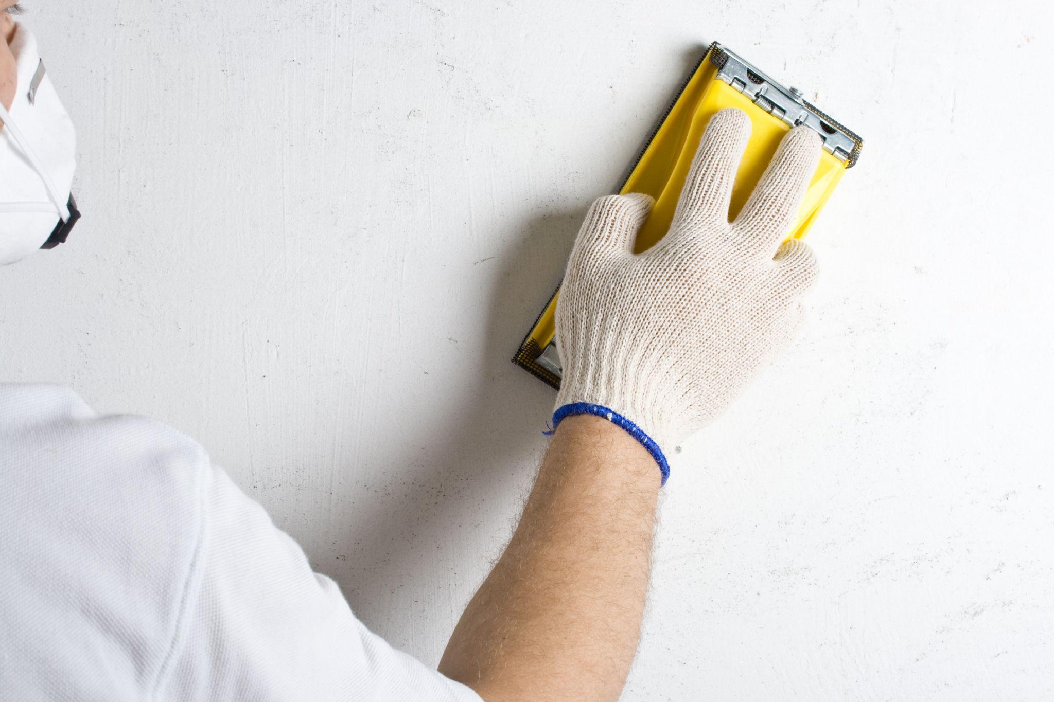 Почему даже профессионалы зачищают стены под обои неправильно советы
