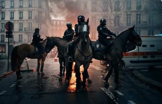 ″Париж. Всадники Апокалипсиса″: В Сети показали изнанку французского майдана