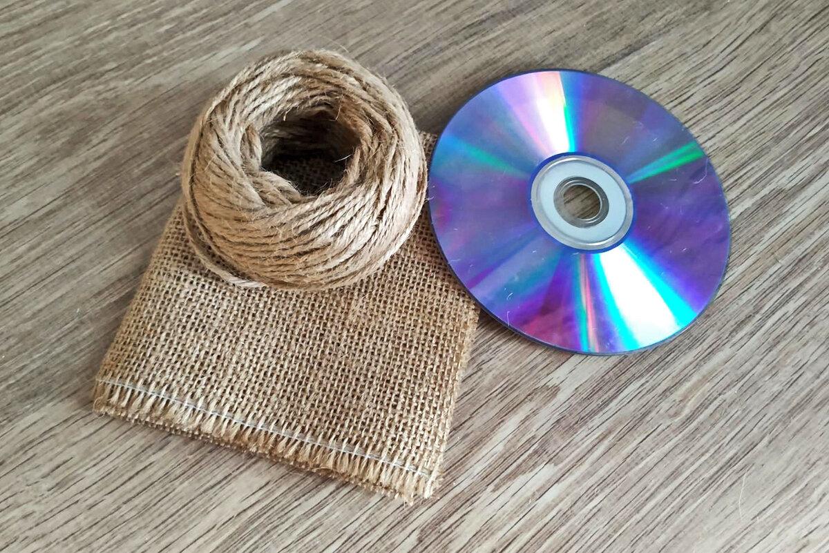 Сувенир из DVD диска, мешковины и джута