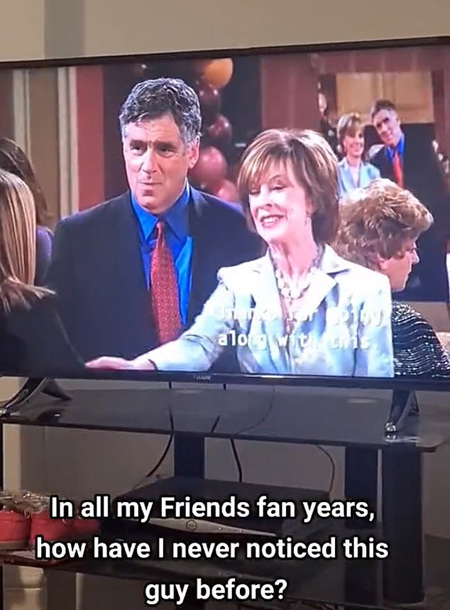 """Поклонники сериала """"Друзья"""" обнаружили забавную ошибку в одном из эпизодов foryou,friendstok,fyp,trending,tvblooperfound,tvbloopers,viral,whoknew,xyzcba,Кино,Сериалы"""