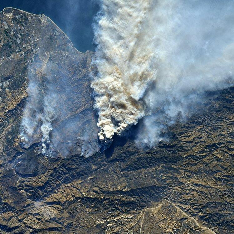 Вид на лесной пожар с космической станции настроение, позитив, юмор