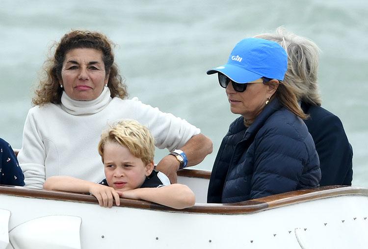 Мама Кейт Миддлтон рассказала о виртуальной встрече с внуками Джорджем, Луи и Шарлоттой перед Рождеством Монархи,Британские монархи