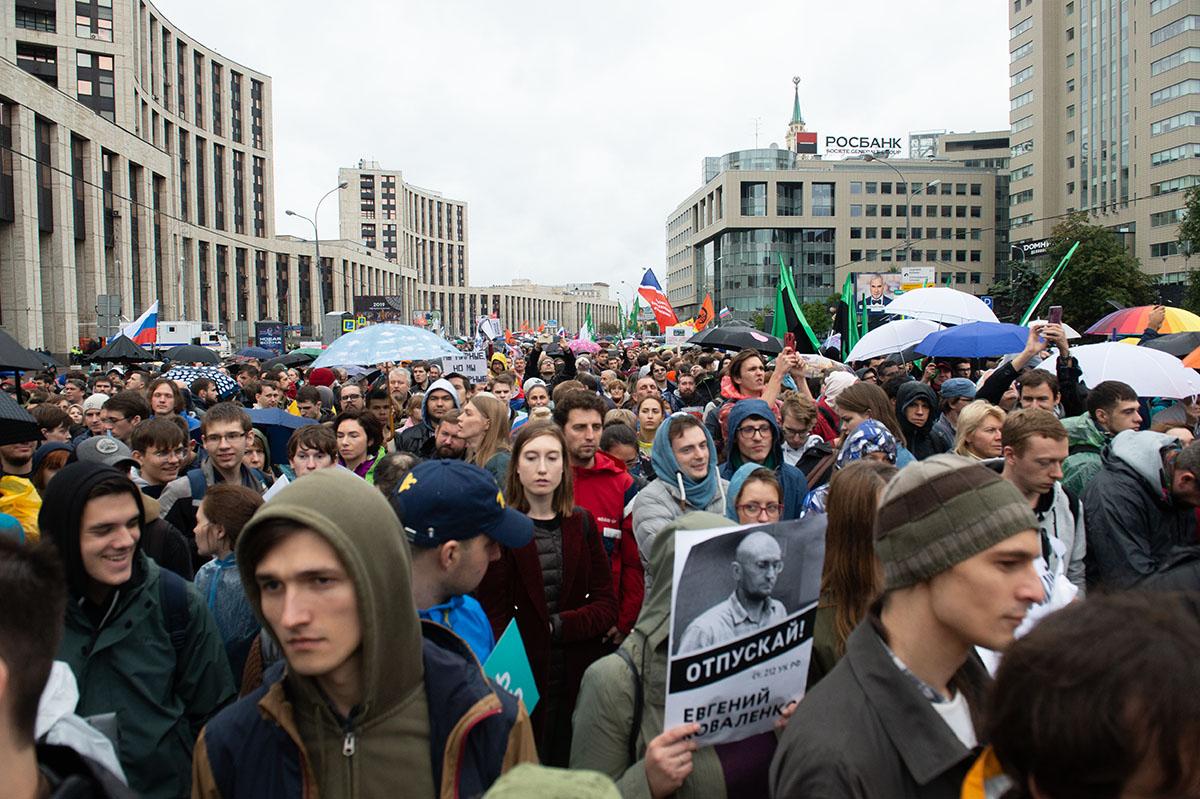 Грубое вмешательство: как зарубежные силы манипулируют митингующими в Москве