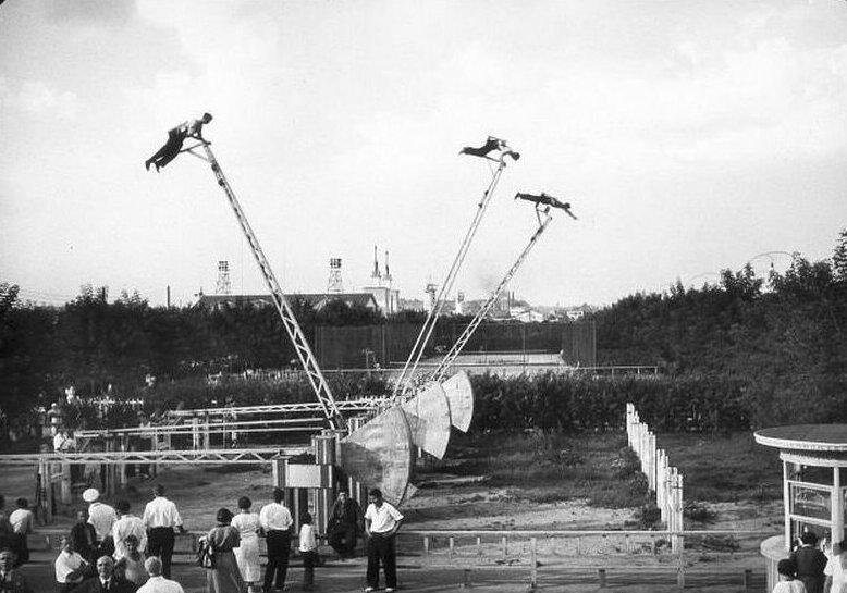Назад в детство: один день в парке на любимых советских аттракционах