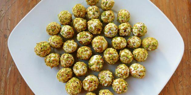 Сырные шарики в ореховой панировке