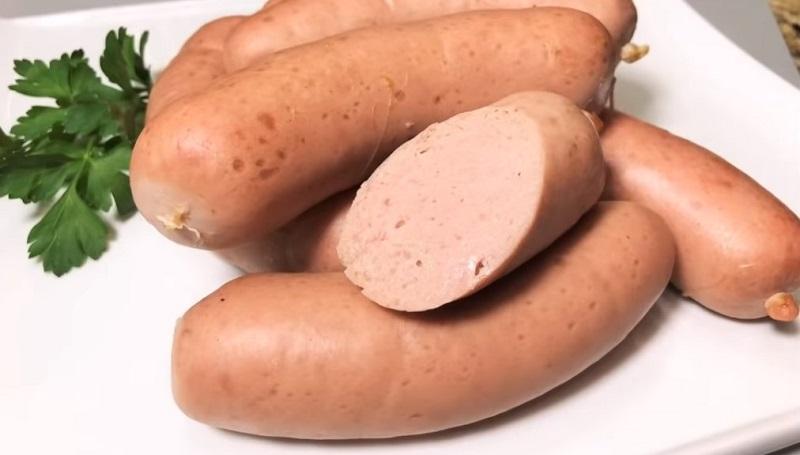 Попробовав домашние свиные сардельки, вы больше не захотите приобретать их в магазине!