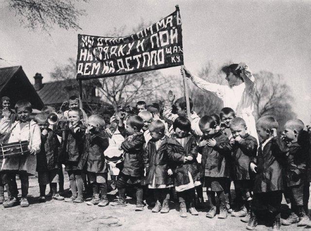 """""""Мы отпустим мать на грядку и пойдём на детплощадку!"""". В деревне Коломенское, 1930-е история, люди, мир, фото"""