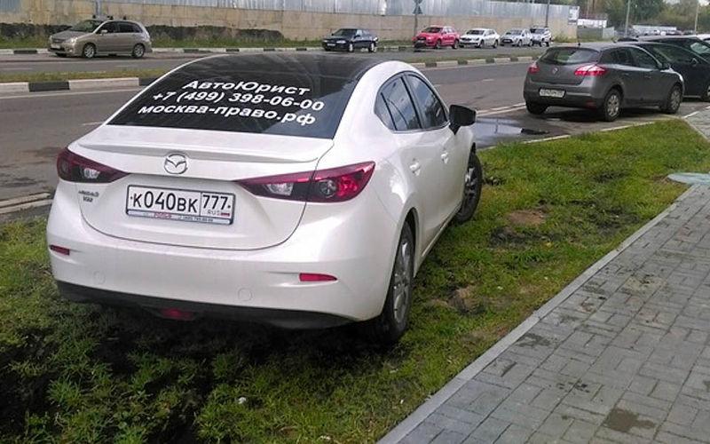 Личный опыт: как бороться с парковкой на газонах