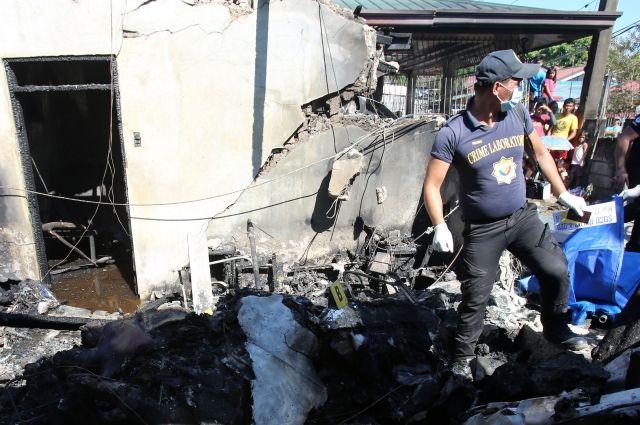 Число погибших при крушении самолета на Филиппинах выросло до 10 человек