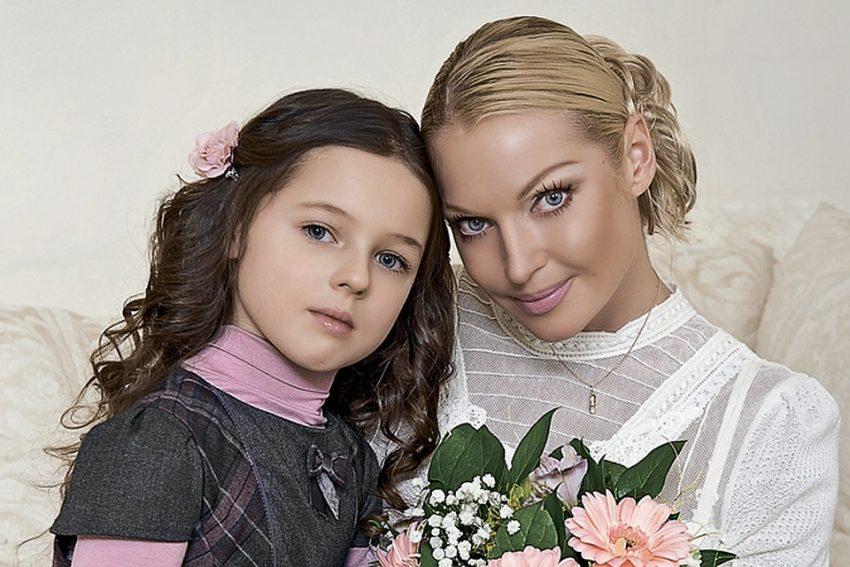 Подросшая дочь Волочковой идет по скандальной дорожке матери — зачитала рэп о тяготах ожидания зарплаты
