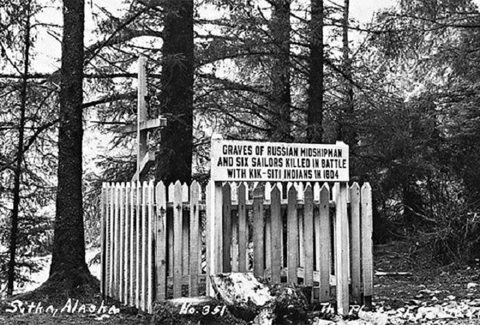 Ситка. Братская могила русских моряков, погибших в войне с тлинкитами в 1804 год