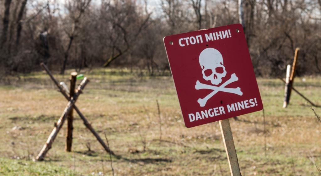 Двое силовиков ВСУ подорвались во время минирования