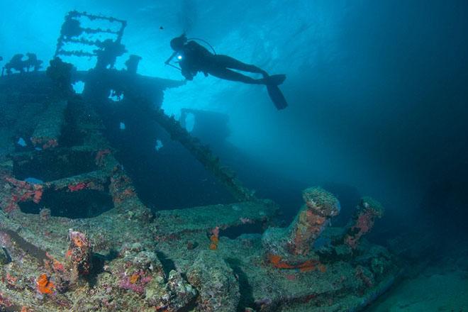 Подводное кладбище техники: американцы выбросили тысячи танков в воду