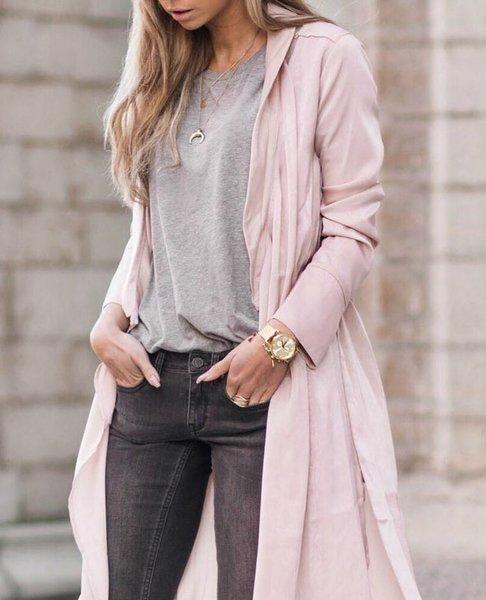 Пыльно-розовый + цвета ахроматы: темно серый и светло-серый