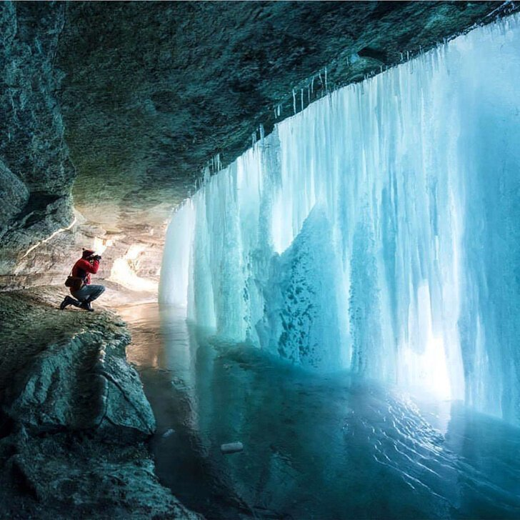 За замерзшим водопадом настроение, позитив, юмор