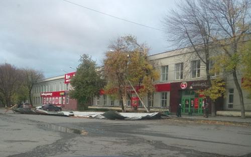 В Екатеринбурге устраняют последствия ночного урагана