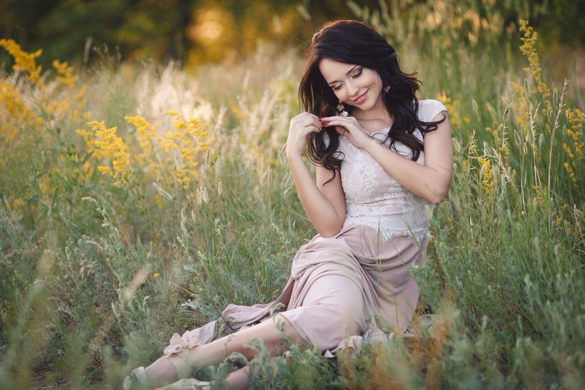 Картинки девушек в одежде на природе