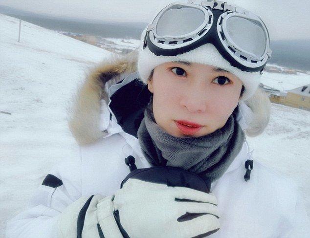 Китаянка приехала в Листвянку, поселок в Иркутской области, увидев сюжет о зимнем дайвинге на Байкале Лю Елин, байкал, возраст, купальник, молодость, сибирь, фотосессия