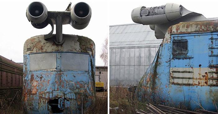 Невостребованный советский скоростной поезд простоял под открытым небом 30 лет / Фото: snobium.com