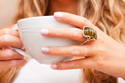 Крупное кольцо из янтаря