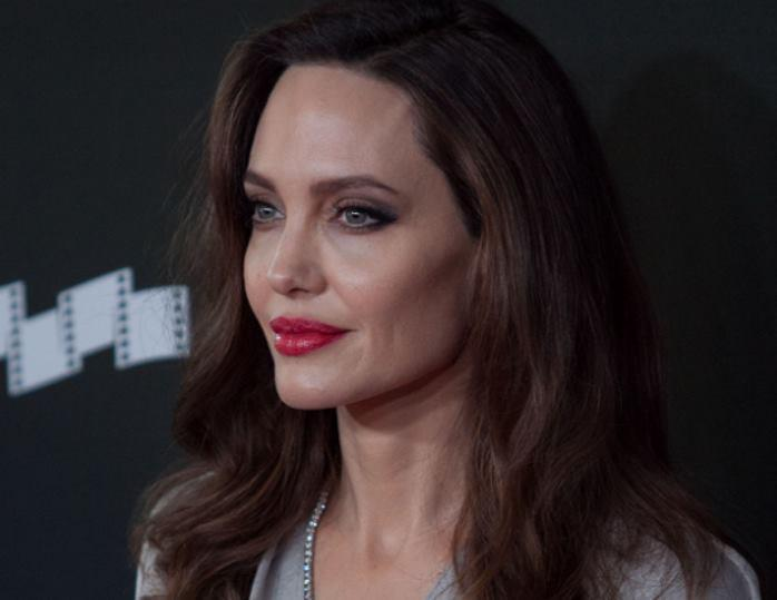Анджелина Джоли была экстрен…