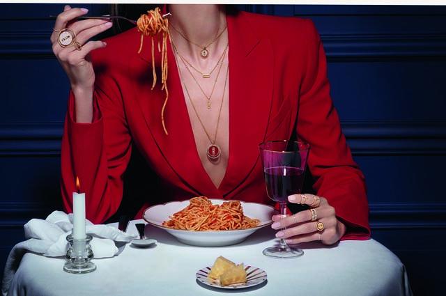 Модный дайджест: от домашнего креатива Жан-Поля Готье до переодевания в подушки athomewithgaultier,pillowchallenge,Новости моды