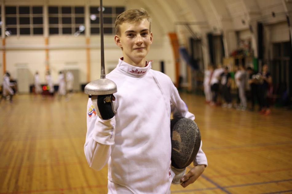 Школьник из Ростокина выиграл городской турнир по фехтованию