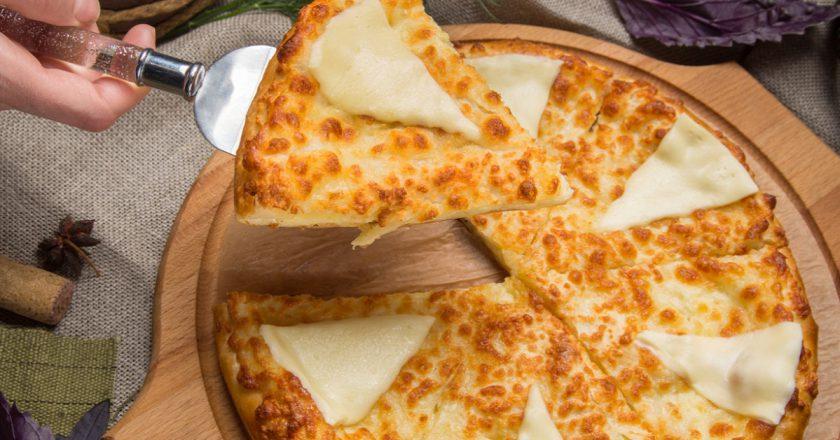 Аппетитный закусочный пирог с плавленным сыром
