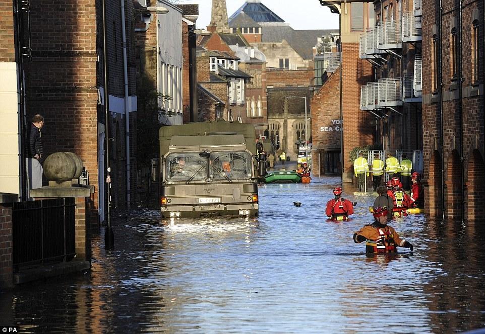 Наводнение подпортило англичанам рождественские праздники