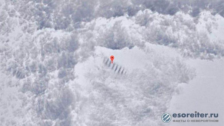 В Антарктиде оттаяла странная лестница, ведущая на вершину горы