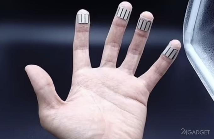 Представлен пластырь, добывающий электричество из пота человека