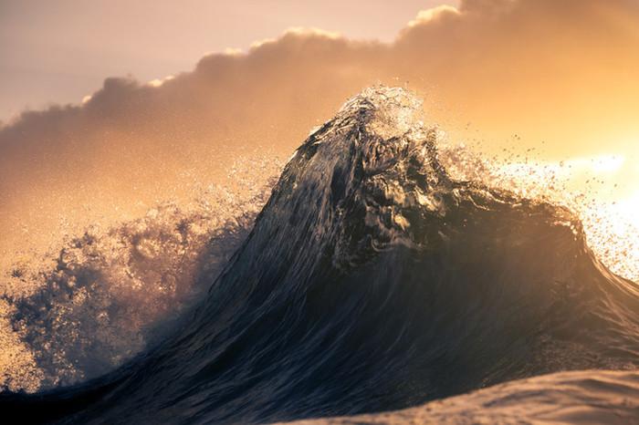 Фотограф снимает потрясающе красивые волны
