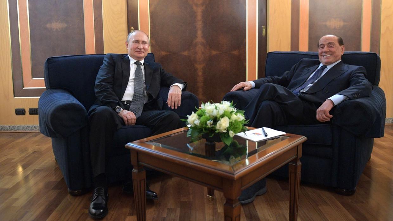 Экс-премьер Италии Берлускони сравнил Путина с кандидатом в канцлеры ФРГ Олафом Шольцем Политика
