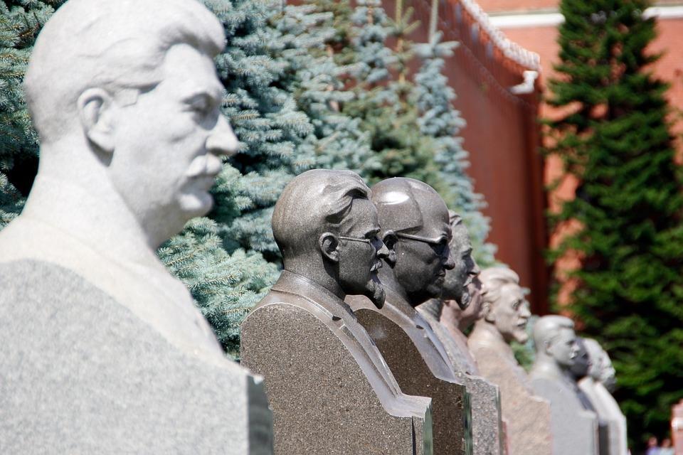 Сталин держит Европу в страх…