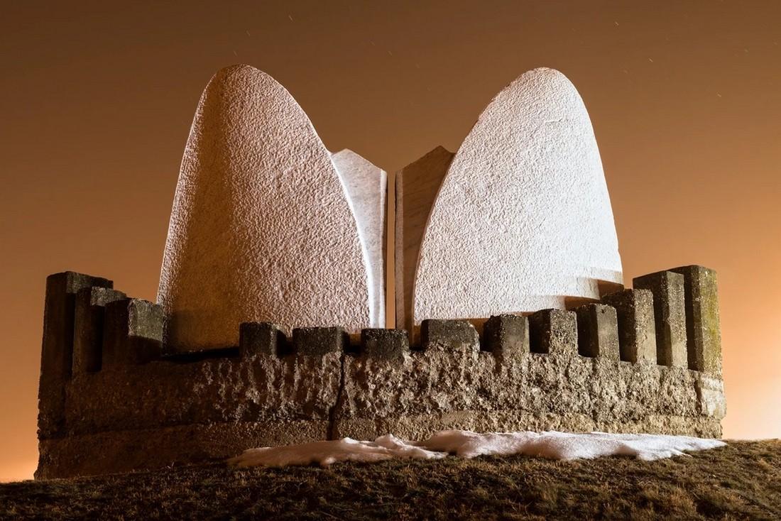Заброшенные памятники советской эпохи