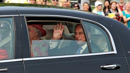 97-летний принц Филипп сдал водительские права после аварии автомобили