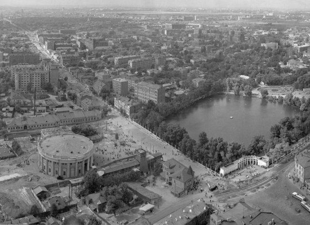 Район метро «Краснопресненская» с высотки на пл. Восстания в 1954 году, Москва история, люди, мир, фото