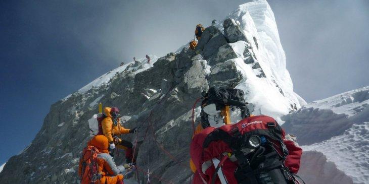 Восхождение на Эверест опасно для альпинистов из-за очереди альпинизм,интересное,необычное,очередь,Эверест