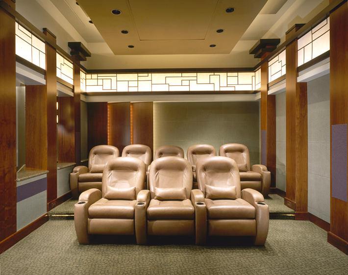 Домашний кинотеатр в цветах: светло-серый, коричневый, бежевый. Домашний кинотеатр в стиле неоклассика.