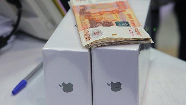 В Новосибирске со стоявшего в очереди за iPhone X мужчины взыскали долг