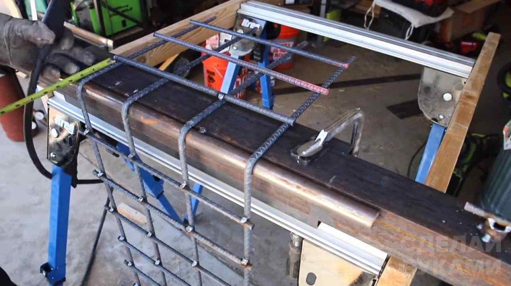 Необычный уличный столик из бетона и арматуры самоделкин