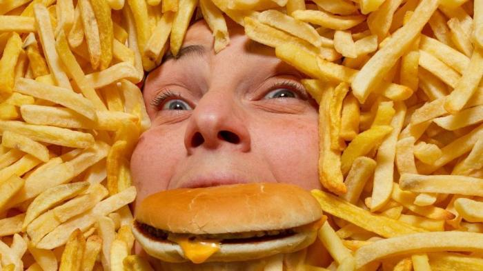 Зерновые перевариваются 60-80 минут, а картофель фри - 4 часа. Сколько перевариваются продукты, и что можно есть перед сном