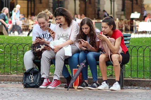 «Смартфоны не должны влиять на самооценку». Психолог о детях и деньгах