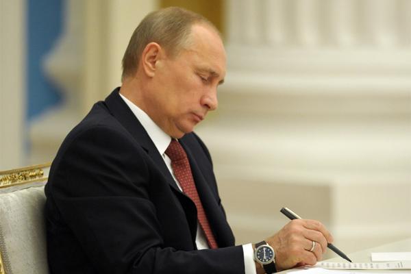 Путин внес изменения в состав Президентской комиссии по ТЭК