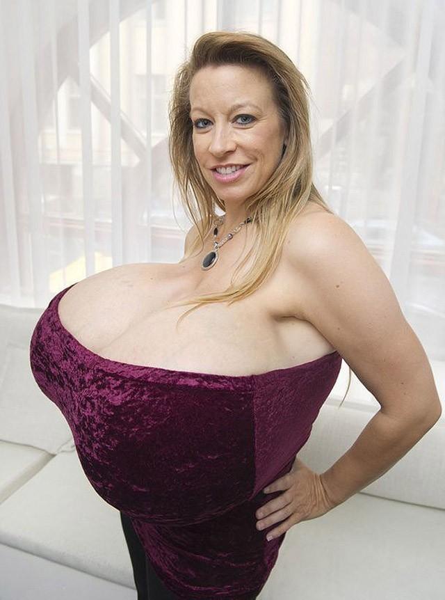 Модель с самой большая грудью