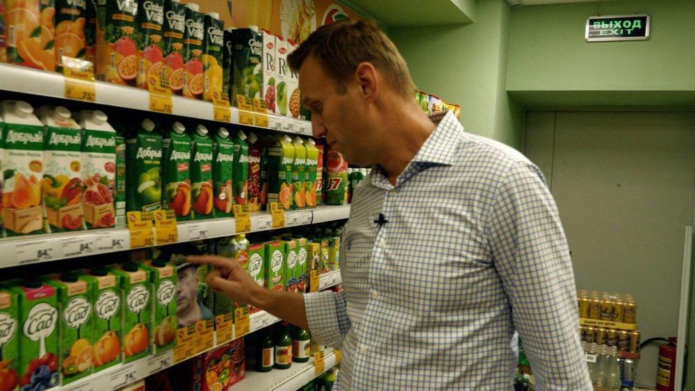 Навальный в магазине