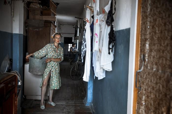 Большой коридор служил многофункциональным помещением — здесь сушили белье, хранили громоздкие вещи и различный хлам./Фото: skuki.net