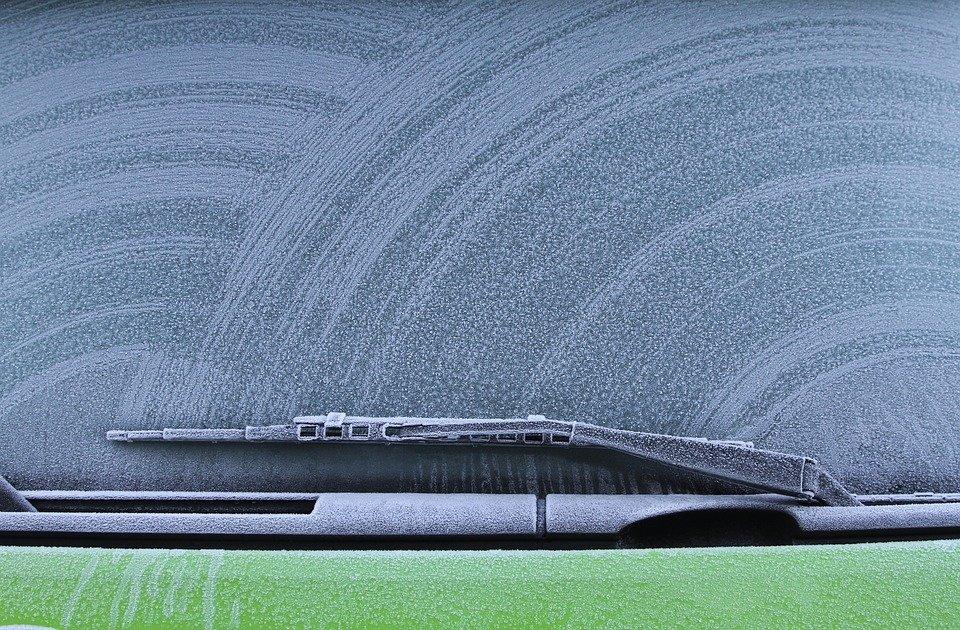 Автоэксперт рассказал, на чем нельзя экономить в машине зимой