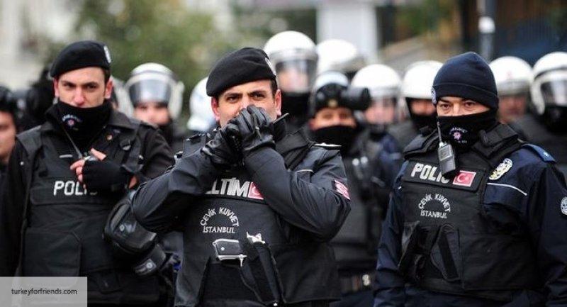Полицейский в Турции расстре…