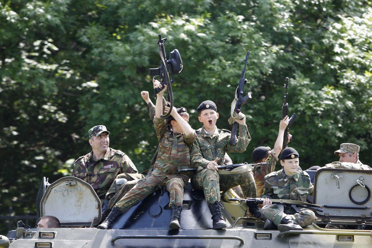 ВЦИОМ: 65% россиян поддержали бы решение родных уйти на фронт в случае войны
